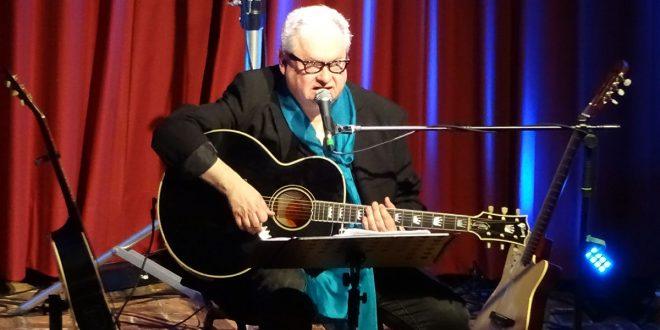 Er, eine Gitarre, ein Klavier und sonst nichts! – Heinz Rudolf Kunze gastierte auf Amrum …